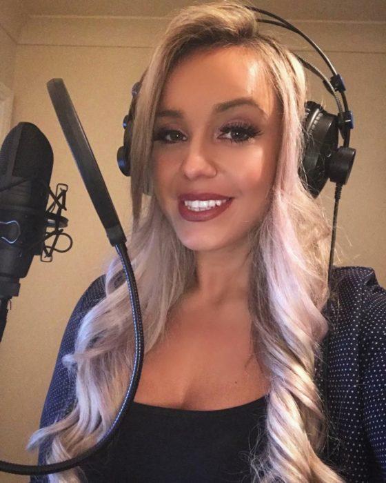 Jen en el estudio de grabación