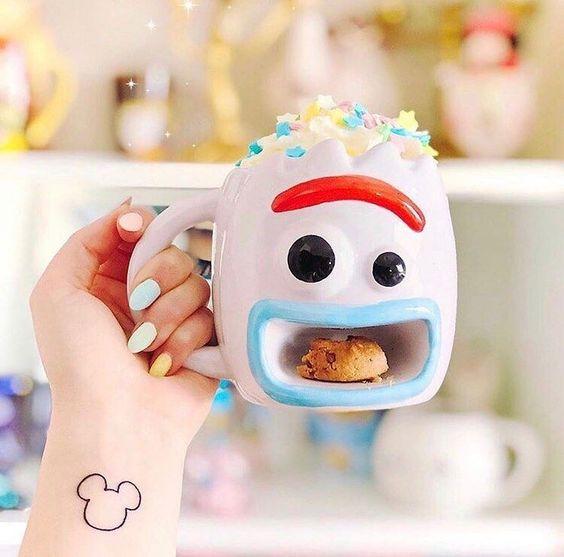 Taza cafetera con diseño inspirado en Forky de Toy Story