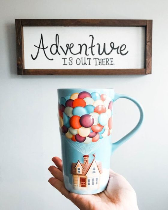 Taza cafetera inspirada en Up una aventura de altura de Disney