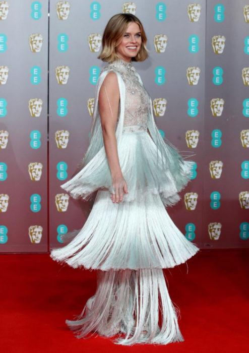 Mejores looks de la alfombra roja de los premios BAFTA 2020; Alice Eve, vestido color menta con flecos, Ralph & Russo