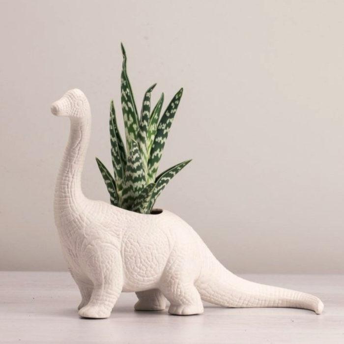 Macetas tiernas y originales de animales; dinosaurio cuellolargo