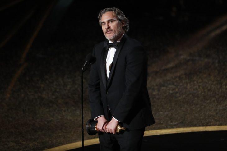 Joaquín Phoenix dando su discurso como mejor actor Óscar 2020