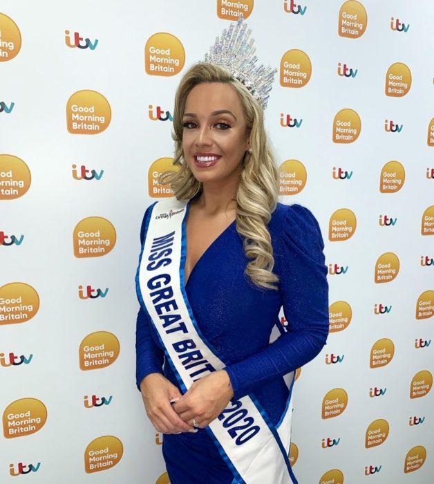 Jen después de haber ganado Miss Gran Bretaña