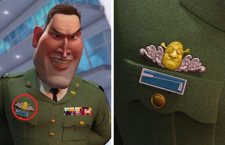 Insignia del general Warren con forma de Shrek