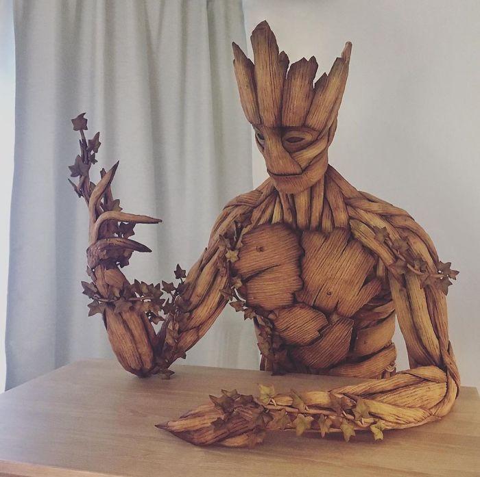 Figura de Groot esculpida con pan de gengibre