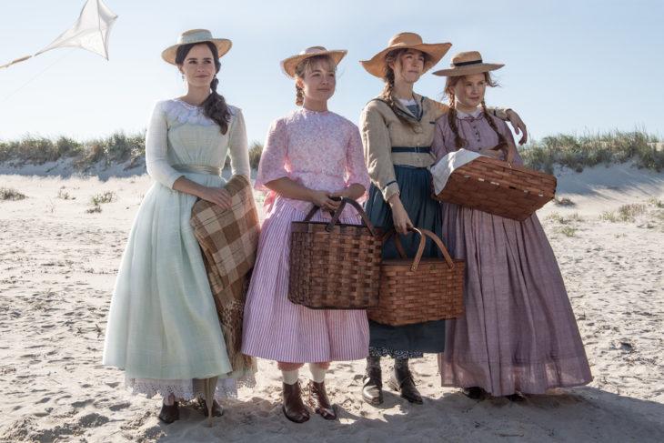 Escena de la película de Mujercitas cuando van a la playa