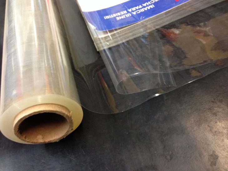 Hule transparente para forrar libros
