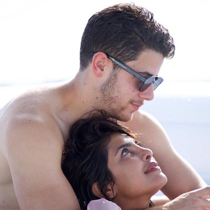 Nick Jonas y Priyanka Shopra abrazados en sus vacaciones