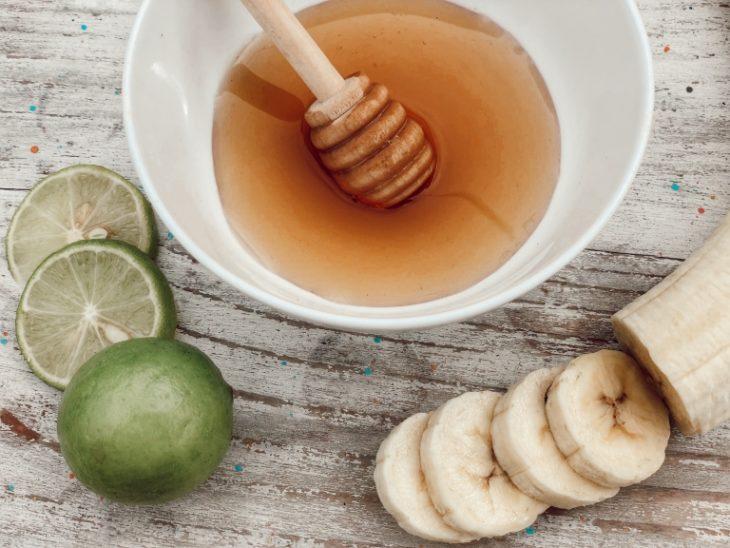 Mascarilla de plátano, miel y jugo de limón