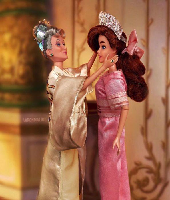 Muñecos Barbie utilizados para recrear la escena de Anastacia