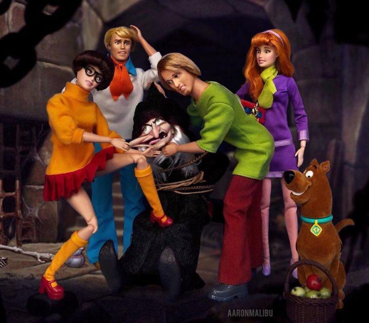 Muñecos Barbie utilizados para recrear la escena de Scooby Doo!