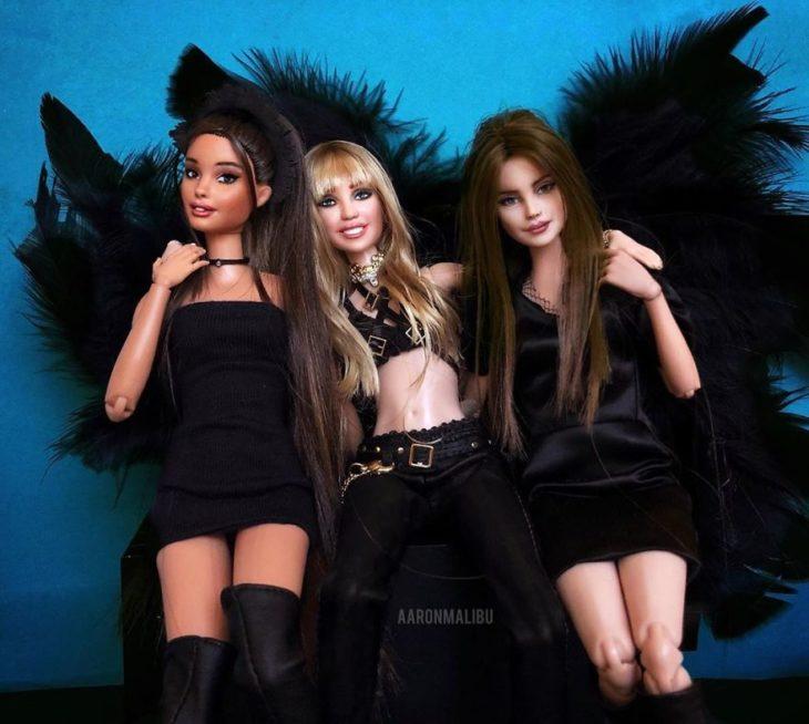 Muñecos Barbie utilizados para recrear la escena de la canción Don't call me angel