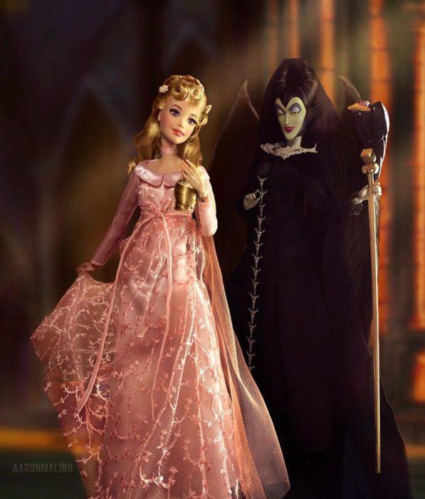 Muñecos Barbie utilizados para recrear la escena de Aurora