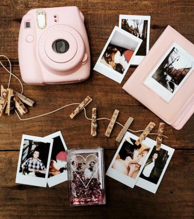 Regalos para darle a tu novio en San Valentín; Polaroid, fotografías de pareja