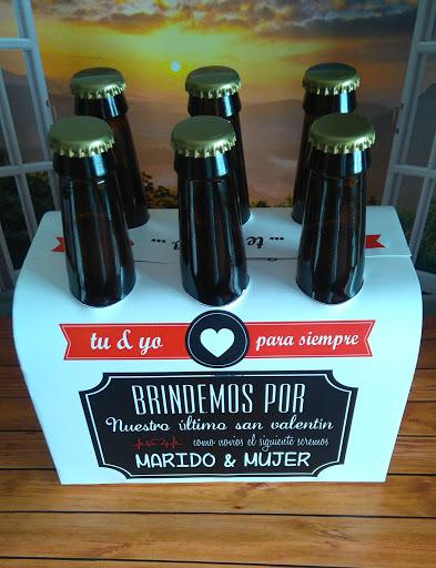 Botellas de cerveza decoradas con mensajes de San Valentín