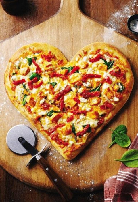 Pizza cortada en forma de corazón