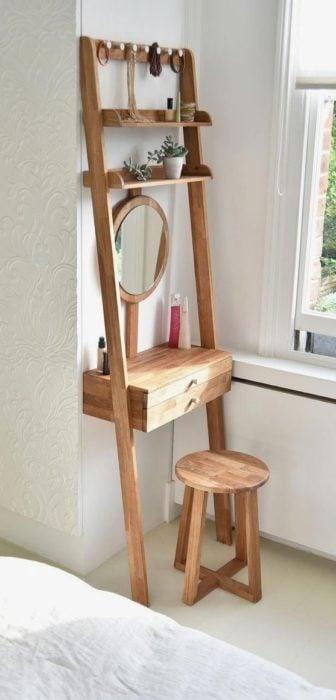 Tocador de madera para espacios pequeños