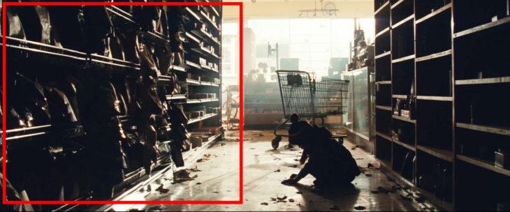 Alacenas con bolsas de papas sin abrir de la película Un Lugar en Silencio