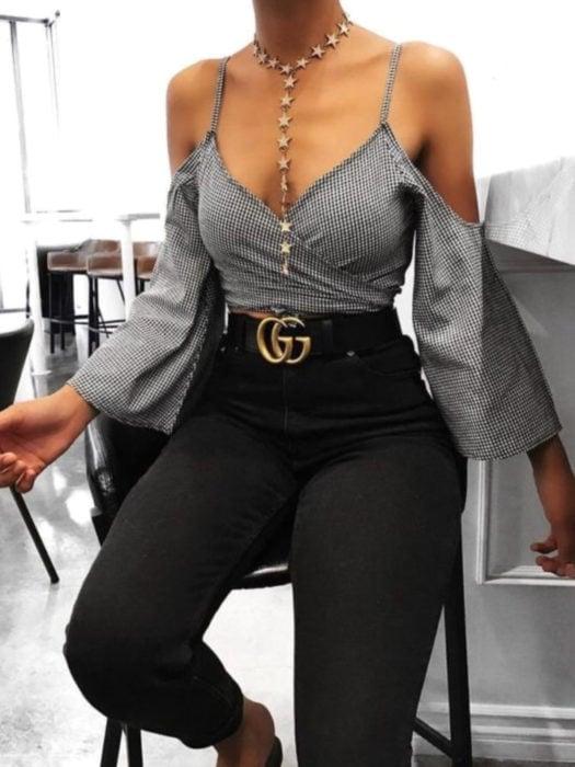 Wrap tops o blusas cache coeur de tirantes con patrón de cuadros, collar de estrellas, pantalón a la cintura