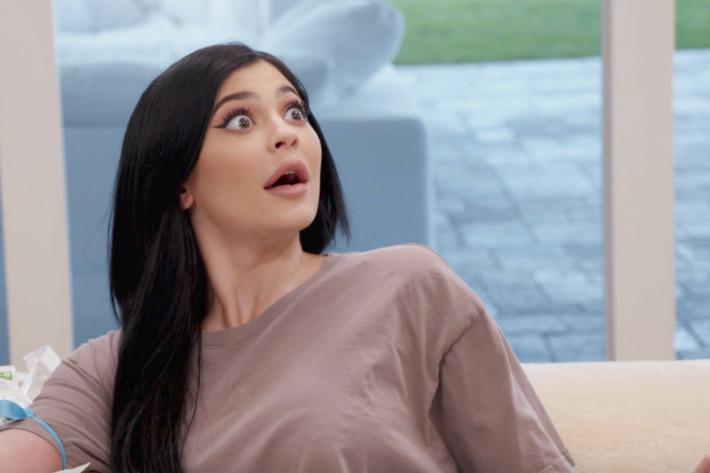 Kylie Jenner con rostro sorprendido