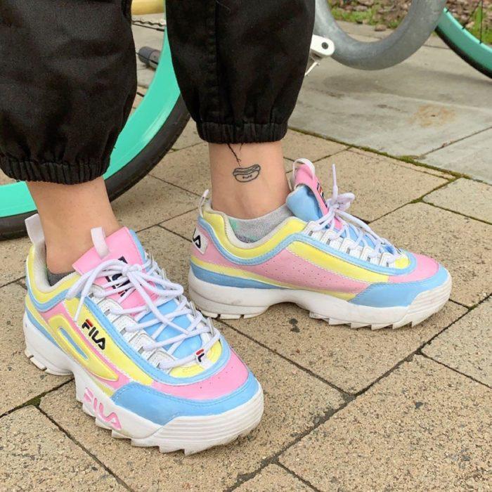 Tenis fila de colores pastel
