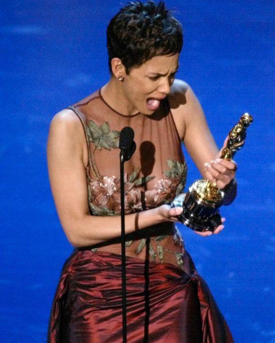 Halle Berrysorprendida por ganar un premio de la academia
