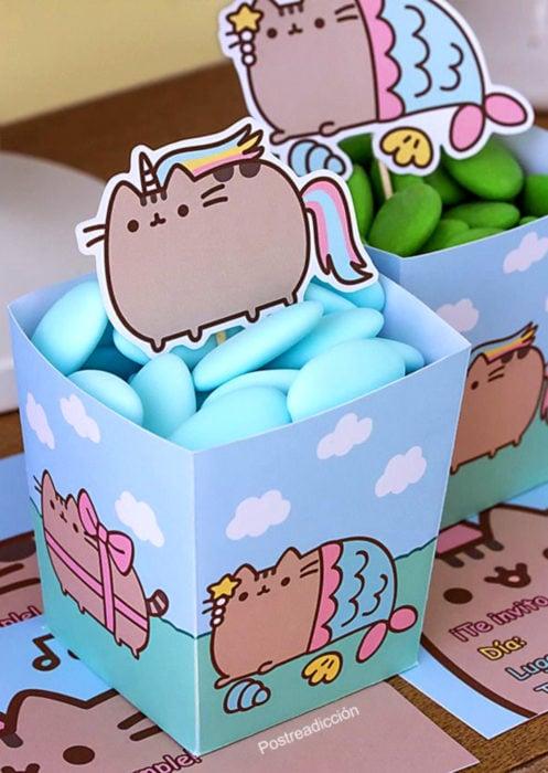 Aguinaldos para fiesta infantil del Día del Niño; cajas de Pusheen con dulces