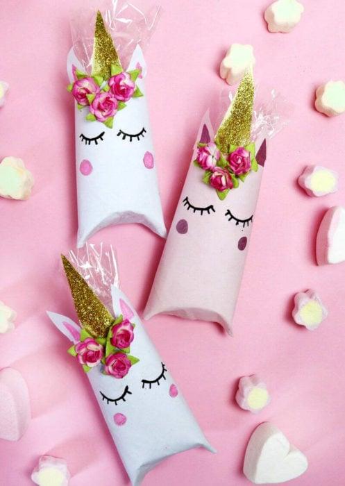 Aguinaldos para fiesta infantil del Día del Niño; cajitas de unicornio con dulces