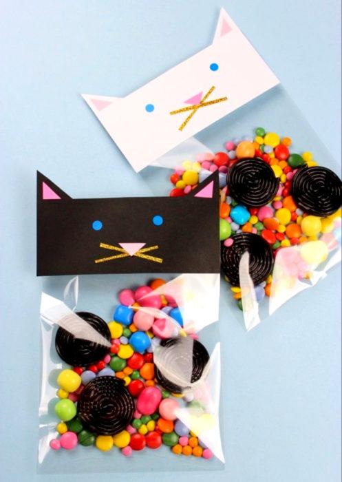 Aguinaldos para fiesta infantil del Día del Niño; bolsitas de gato con dulces