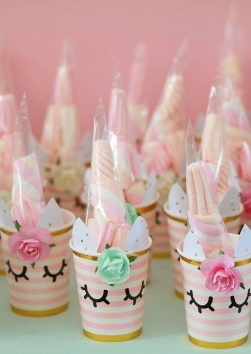 Aguinaldos para fiesta infantil del Día del Niño; bolsas de unicornios con dulces