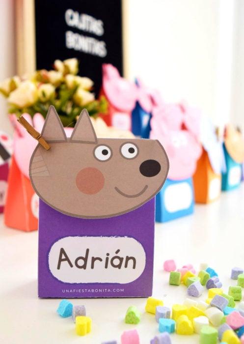 Aguinaldos para fiesta infantil del Día del Niño; cajita de Peppa Pig con dulces