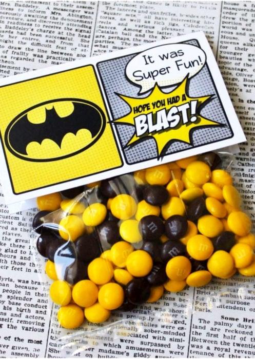 Aguinaldos para fiesta infantil del Día del Niño; dulces de Batman