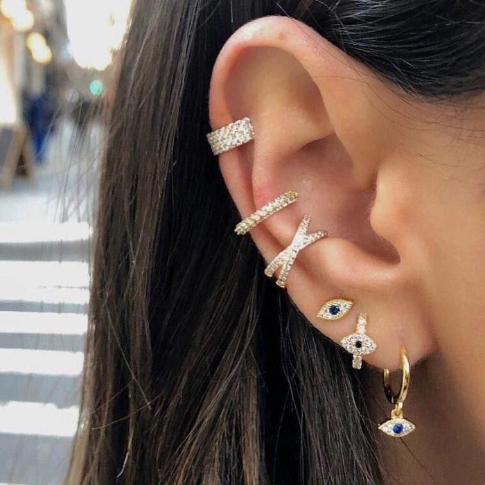 Aretes en el oído