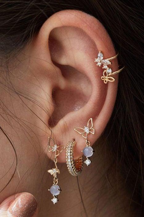 Aretes alrededor del oído