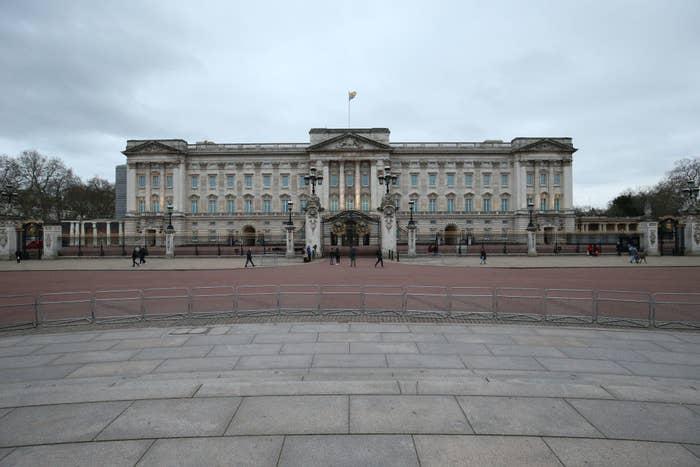 Palacio de Buckingham cerrando por el coronavirus