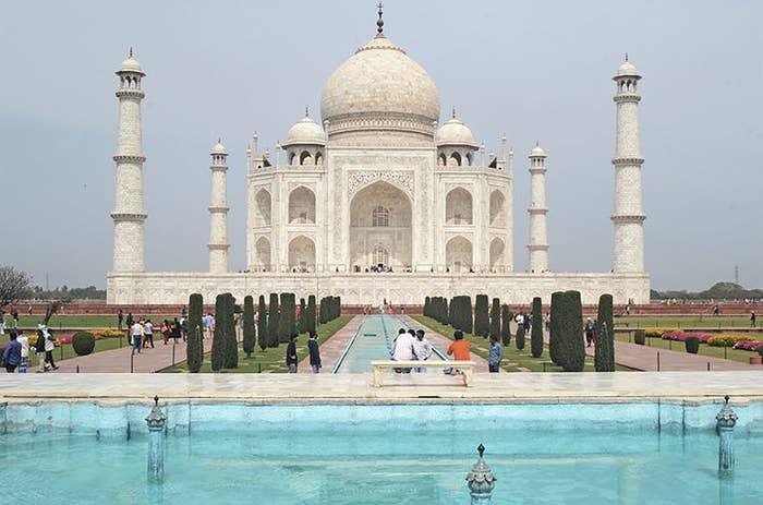Taj Majal sin personas que visiten el palacio