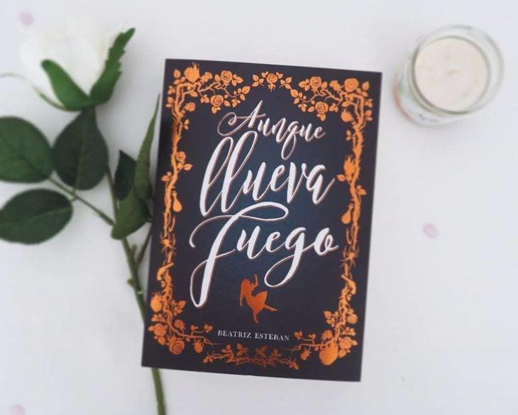 Libro Aunque llueva fuego de Beatriz Esteban