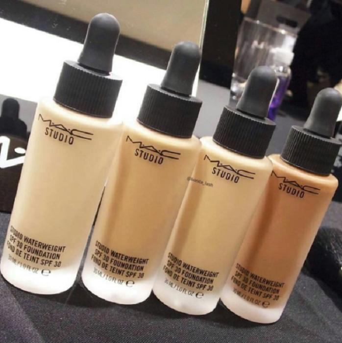 Bases de maquillaje de diferente tono de piel