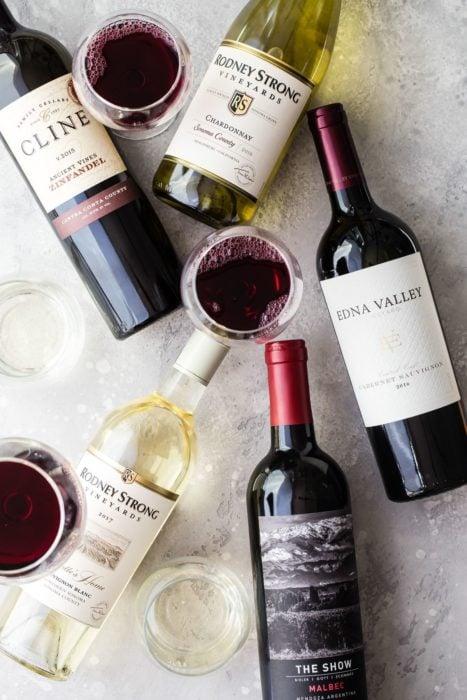 Botellas de vino de diferentes marcas