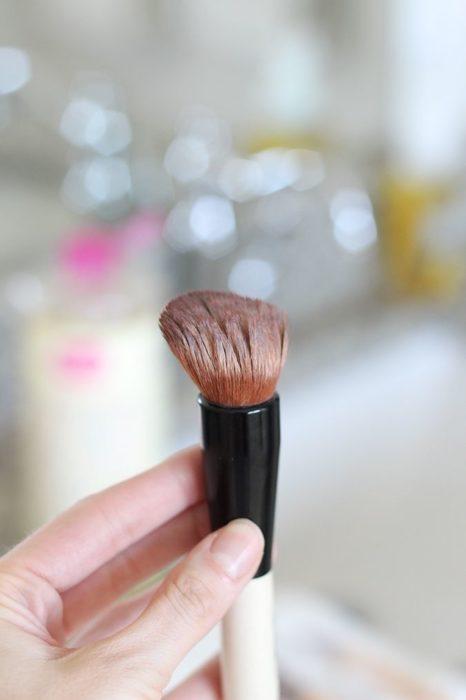 Brocha de maquillaje con acondicionador