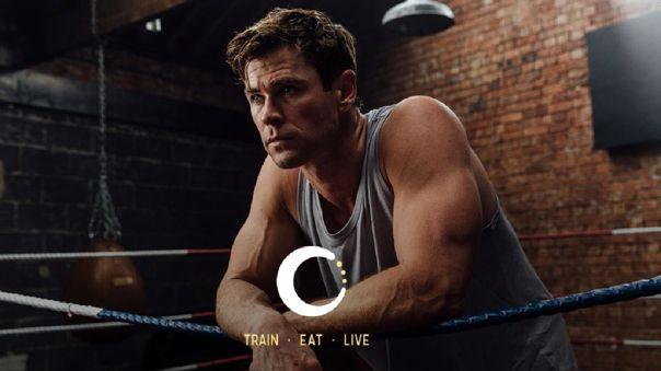 Chris Hemsworth recargado en un ring de box