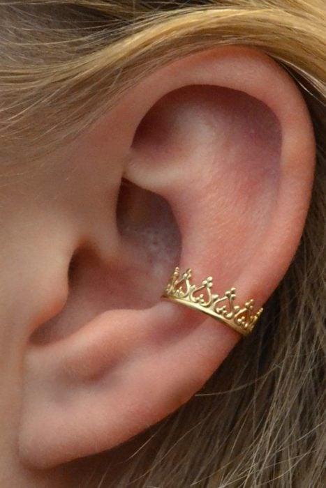 Arete para oreja de corona
