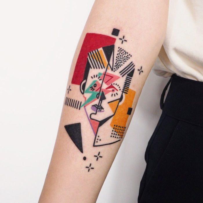 Tatuaje de la artista Moon Blue Ink el cantante David Bowie