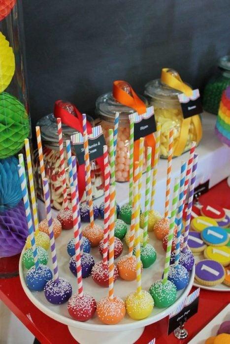 Bocadillos de colores para fiesta infantil