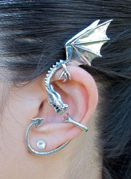 Arete para oreja en forma de dragón