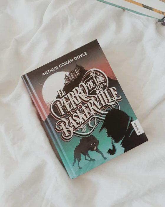 Libro El perro de los Baskerville de Arthur Conan Doyle