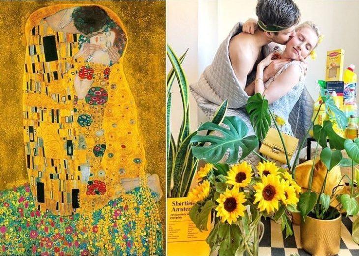 "Pareja recreando cuadro ""El beso "" de Gustav Klimt"