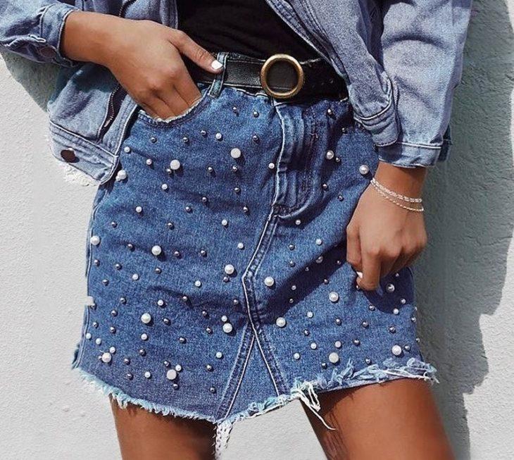 Falda estilo denim con perlitas