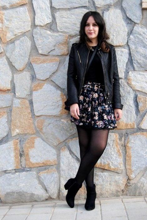 Mini falda negra con flores