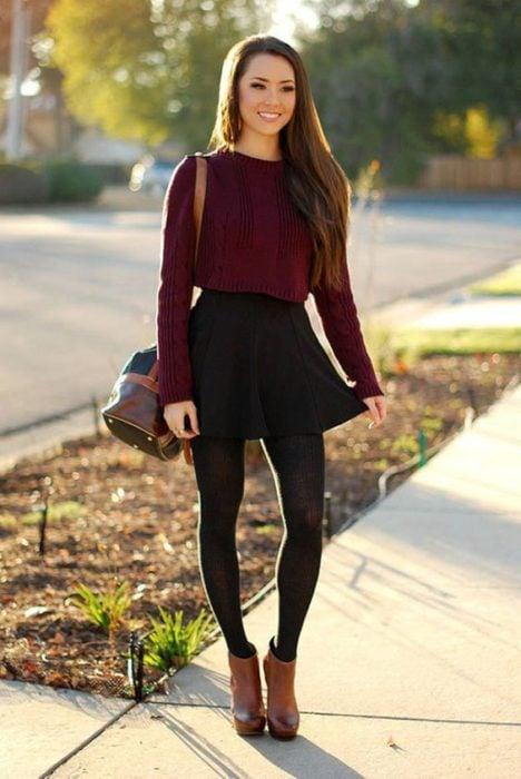 Falda negra circular corta